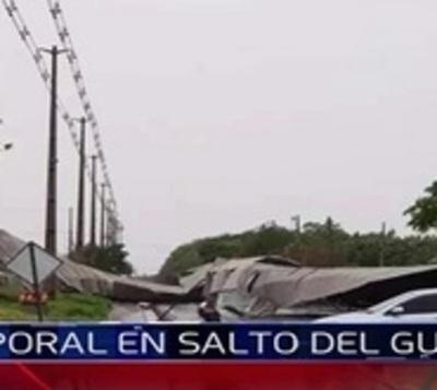 Temporal causó destrozos y cortes de energía en Salto del Guairá