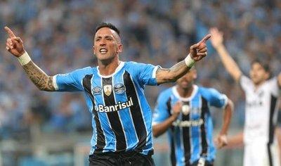 Lucas Barrios pone al Gremio en ruta de choque con Barcelona