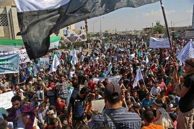 Oposición siria moviliza a miles de personas tras acuerdo ruso-turco