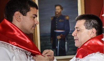 Santiago Peña ya no es liberal