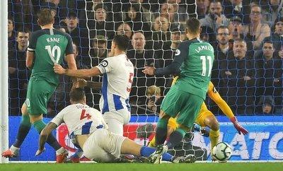 Kane y Lamela frenan la caída del Tottenham