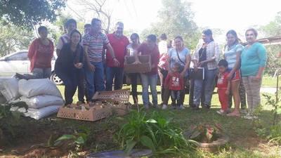 Gobernador de Misiones hace repartir pollitos a meses de elecciones