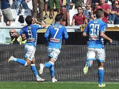 Napoli gana al Torino y alcanza momentáneamente a Juventus