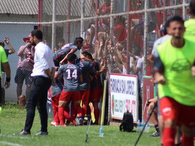 El Rojo de Palomar forzó al partido extra al Rayadito