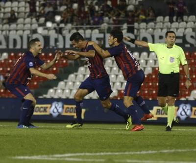 Cerro goleó a Nacional y sigue prendido en la lucha