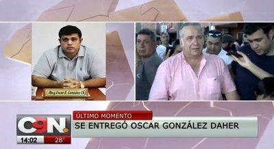 González Daher y su hijo se entregan