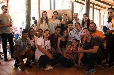 Jóvenes participan de foro de emprendedores