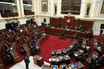 Fuerte rechazo de peruanos al Congreso y partidos políticos