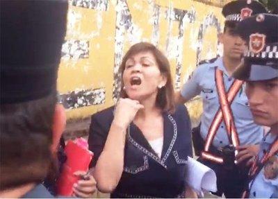 Ciudadanos escracharon a abogada de OGD