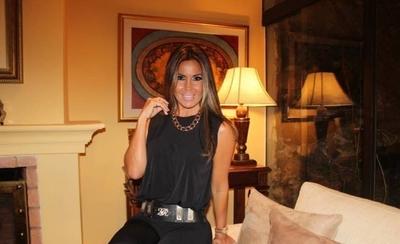 """HOY / ¿De dónde saca dinero Lorena  Arias para su vida glamorosa?: """"Se  casó y enviudó al mes, si les cuento"""