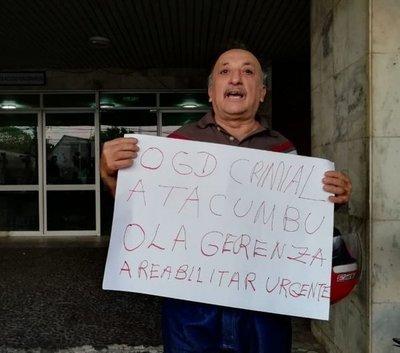 Escrachadores quieren que González Daher sea remitido a Tacumbú