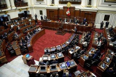 Gobierno de Perú propone Congreso con 100 diputados y 30 senadores
