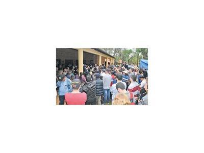 Indignados exigen a ediles aprobar el  pedido de intervención a McLeod