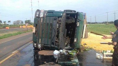 Vuelco de camión en Campo 8