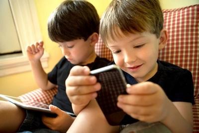"""El peligro de los """"smartphones"""" para los niños"""