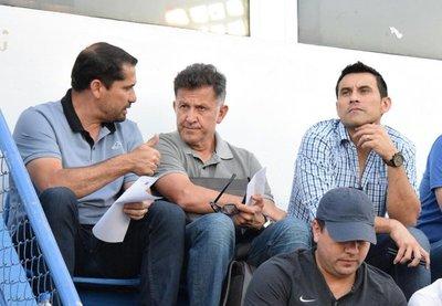 Juan Carlos Osorio sigue de cerca los pasos de los futbolistas locales