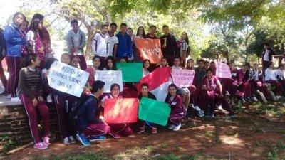 En colegio de Yaguarón, alumnos se manifiestan contra directora