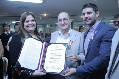 Homenajean En La Municipalidad De Asunción A La Película Leal