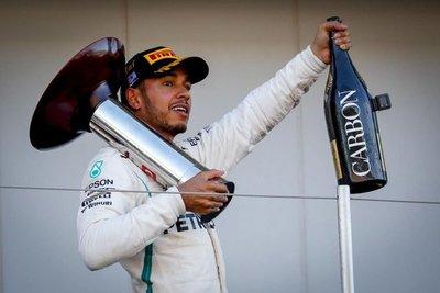 Hamilton pisa a fondo hacia el título
