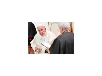 Cardenal defiende al Papa de  acusaciones de monseñor Vigano