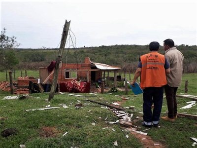 123 familias afectadas por temporal en Yvyrarovana