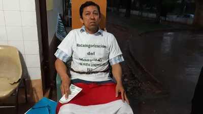 Concejal se encadena pidiendo mejoras para el Hospital de Caaguazú – Prensa 5