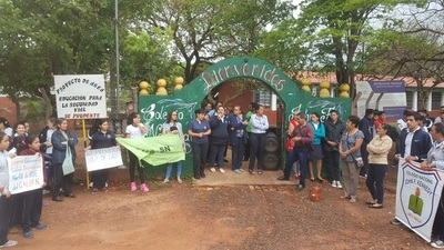 Alumnos y padres reclaman reposición de rubros en Loreto
