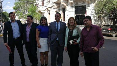 Optimismo de concejales al entregar pedido de intervención de la Municipalidad de CDE