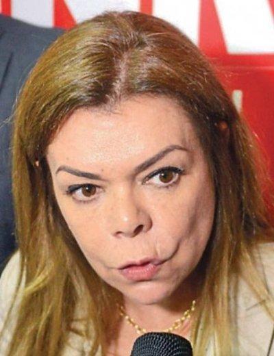 Descalabro financiero obliga a Sandra a pedir ya,  otro préstamo de G. 8.000 para gastos corrientes