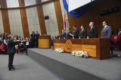 Los dos nuevos ministros de la Corte  prometen renovación y transparencia