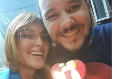 Así José Ayala Sorprendió A Su Esposa