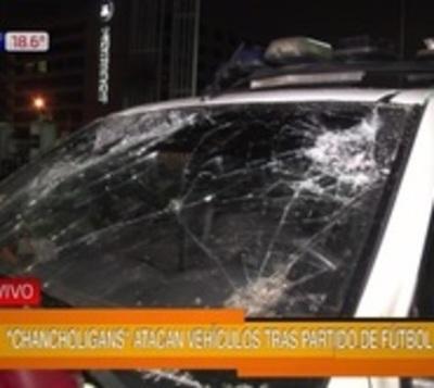 Batalla campal entre barrabravas y policías causó destrozos en Luque
