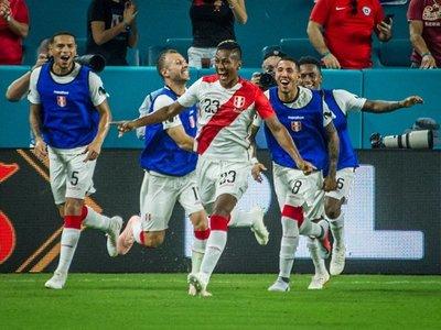Perú golea a Chile con autoridad y buen fútbol