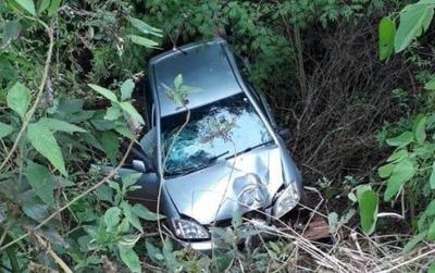 VUELCO DE AUTOMÓVIL EN CAMINO VECINAL DE PIRAPÓ