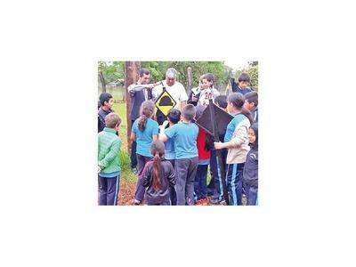Niños de escuela rural de Obligado realizan tareas de educación vial