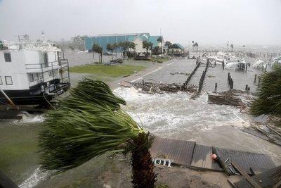 """EE.UU. declara """"desastre mayor"""" por el huracán Michael"""