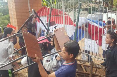 Estudiantes levantaron toma de colegio Saturio Ríos