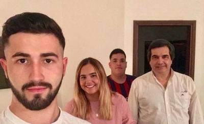 HOY / Tras trágica muerte de Paola  Colmán, su hija Verónica volvió a  compartir con Filizzola, su papá