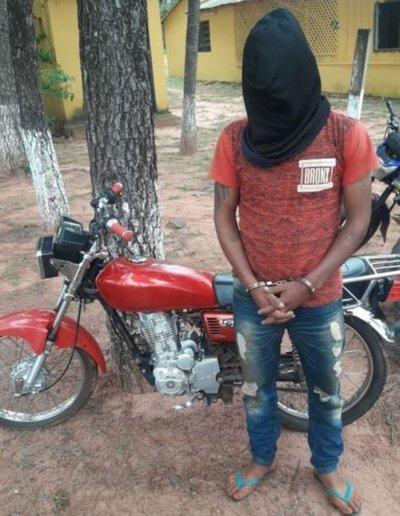 Detienen a joven por robo de motocicleta en Capiibary