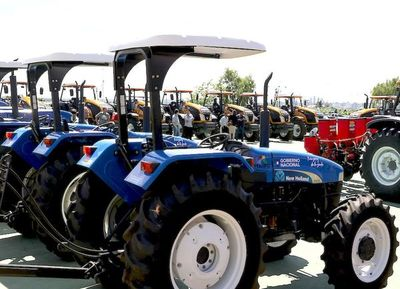 Itaipú entrega 66 máquinas agrícolas