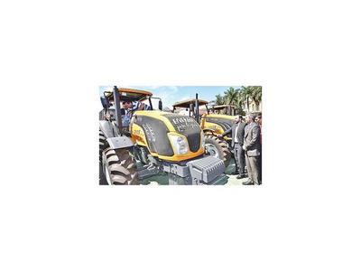 Itaipú abre  canilla   a gobernaciones y entrega tractores