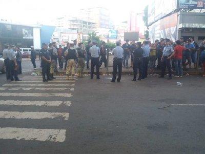 Policía detiene a 10 paseros, tras incidentes durante protesta