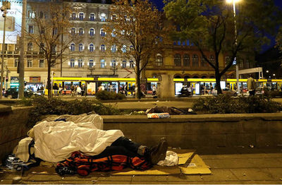 Hungría prohíbe a los indigentes dormir en las calles del país