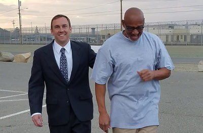 Liberan a hombre que pasó preso 20 años injustamente