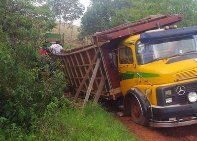 Viejo puente de madera casi provoca una tragedia en Edelira