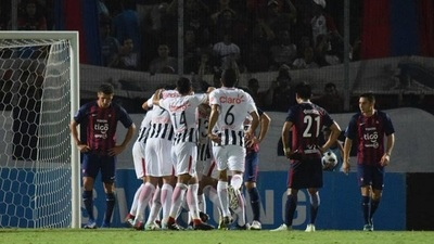 Cerro fracasa ante Libertad y Olimpia festeja