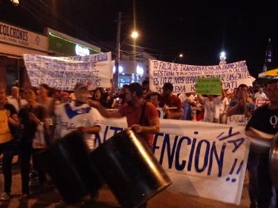 Tercera noche de escraches triplicó cantidad de manifestantes