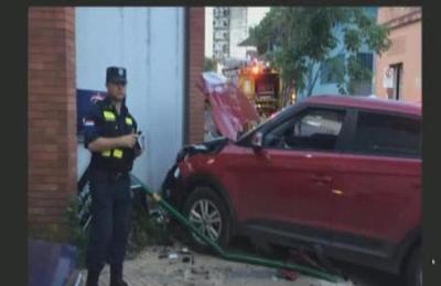 Accidente vehicular en el microcentro de la ciudad