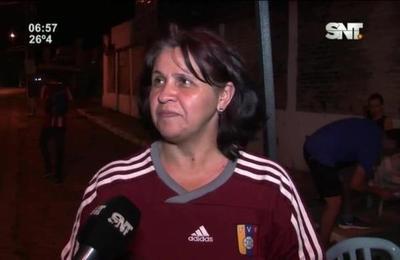 Venezolanos ofrecen arepas a los capitalinos