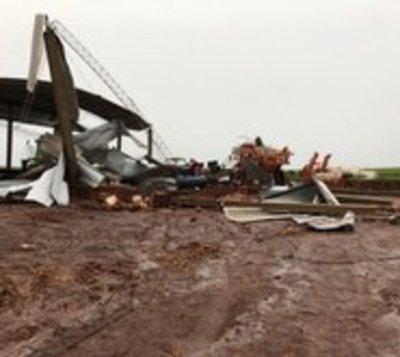 Tormenta con vientos de 84 km/h causó destrozos en sureste del país